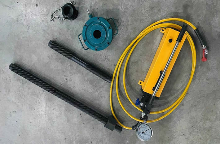Valve seat pullers for HT400, TWS600, QWS2500 and other well service pumps